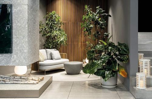 Outdoor Minotti Concept Store by Misura Arredamenti